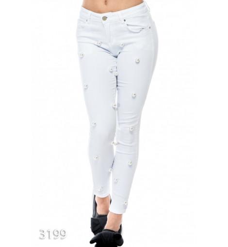 Белые джинсы с крупным искусственным жемчугом