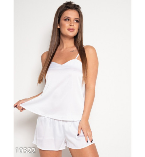 Белая атласная пижама с шортиками и майкой