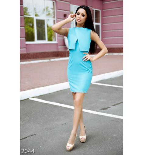 Бирюзовое узкое платье с объемной фальш-накидкой сверху