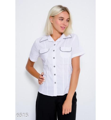 Белая рубашка из коттона с карманами на груди и клетчатым оригинальным декором