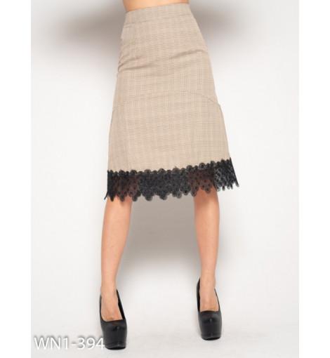 Бежевая юбка с орнаментом и кружевом