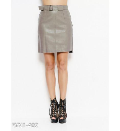 Бежевая юбка из эко-кожи с карманом и поясом