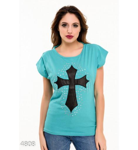 Бирюзовая футболка с черным кожаным крестом на груди